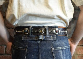 <img class='new_mark_img1' src='https://img.shop-pro.jp/img/new/icons25.gif' style='border:none;display:inline;margin:0px;padding:0px;width:auto;' />RAWHIDE STUDDED & JEWELED BELT Lot 131