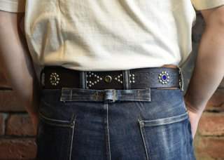 <img class='new_mark_img1' src='https://img.shop-pro.jp/img/new/icons25.gif' style='border:none;display:inline;margin:0px;padding:0px;width:auto;' />RAWHIDE STUDDED & JEWELED BELT Lot 139