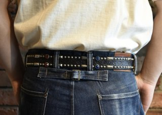 <img class='new_mark_img1' src='https://img.shop-pro.jp/img/new/icons25.gif' style='border:none;display:inline;margin:0px;padding:0px;width:auto;' />RAWHIDE STUDDED & JEWELED BELT Lot 213