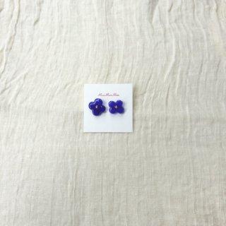ウルトラマリンブルーのお花のピアス (o)