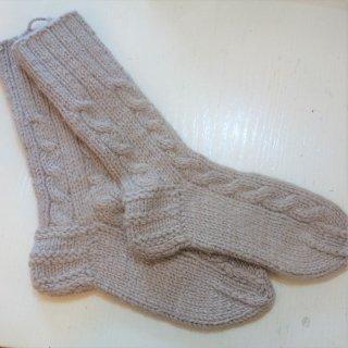 ツォモリリ 手編みのソックスユーカリ染め