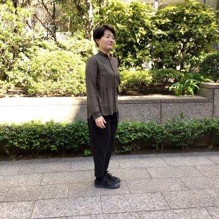 suzukitakayukiさん 茶色シャツ(o)