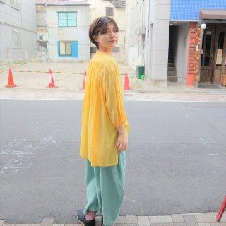 suzuki takayukiさん 黄色のブラウス2