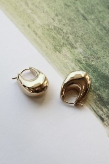 <img class='new_mark_img1' src='https://img.shop-pro.jp/img/new/icons5.gif' style='border:none;display:inline;margin:0px;padding:0px;width:auto;' />R.ALAGAN SMALL PUFFY HOOPS GOLD