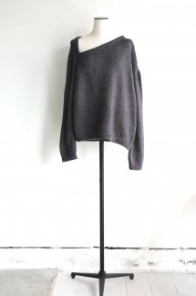 <img class='new_mark_img1' src='https://img.shop-pro.jp/img/new/icons5.gif' style='border:none;display:inline;margin:0px;padding:0px;width:auto;' />JUN MIKAMI HAND-KNIT TRAIANGLENECK PULLOVER