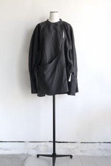 <img class='new_mark_img1' src='https://img.shop-pro.jp/img/new/icons5.gif' style='border:none;display:inline;margin:0px;padding:0px;width:auto;' />JUN MIKAMI ANGARKHA BLOUSE CHARCOAL