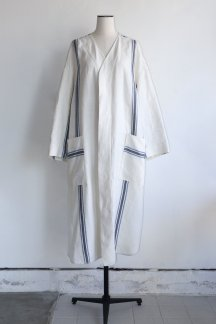 <img class='new_mark_img1' src='https://img.shop-pro.jp/img/new/icons5.gif' style='border:none;display:inline;margin:0px;padding:0px;width:auto;' />GALERIEVIE LINEN MULTI BORDER COLLARLESS SHIRTS ONE-PIECE