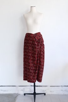 <img class='new_mark_img1' src='https://img.shop-pro.jp/img/new/icons5.gif' style='border:none;display:inline;margin:0px;padding:0px;width:auto;' />CURRENTAGE BATIK PRINT SKIRT