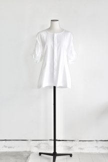 <img class='new_mark_img1' src='https://img.shop-pro.jp/img/new/icons5.gif' style='border:none;display:inline;margin:0px;padding:0px;width:auto;' />CURRENTAGE VOLUME SLEEVE BLOUSE WHITE