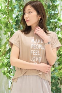 MUSEUM メッセージプリントTシャツ「MAKE PEOPLE FEEL LOVED TODAY」