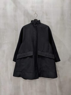 <img class='new_mark_img1' src='https://img.shop-pro.jp/img/new/icons1.gif' style='border:none;display:inline;margin:0px;padding:0px;width:auto;' />FORMO Stand Collar Coat