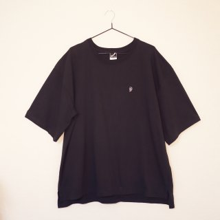 <img class='new_mark_img1' src='https://img.shop-pro.jp/img/new/icons6.gif' style='border:none;display:inline;margin:0px;padding:0px;width:auto;' />TSURUCHAN EMBROIDERED T SHIRT