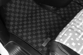 52プリウスPHV フロアマット 黒×グレー チェック柄
