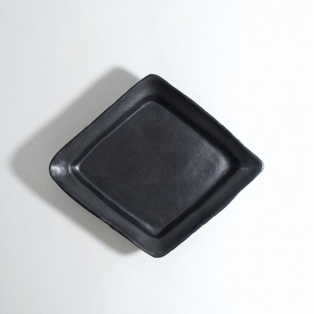 黒釉ひし形皿