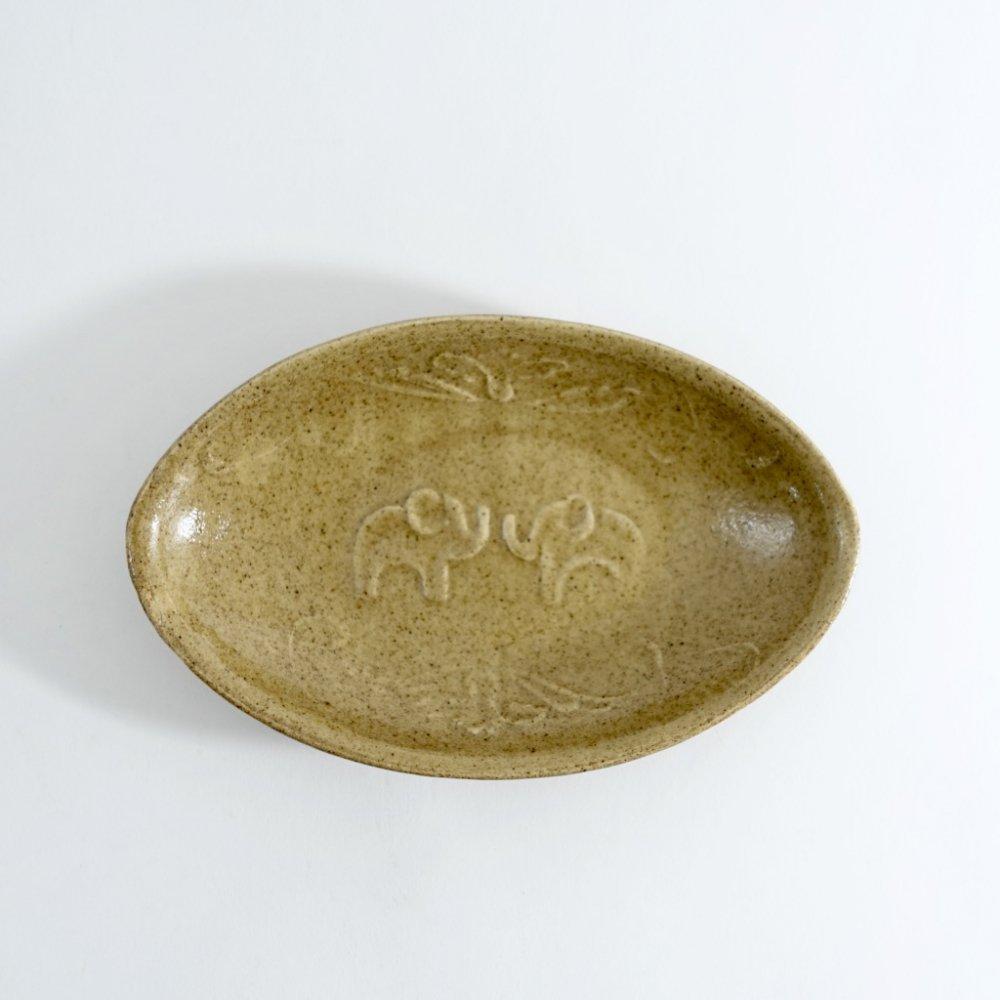 黄釉陽刻象紋オーバル皿