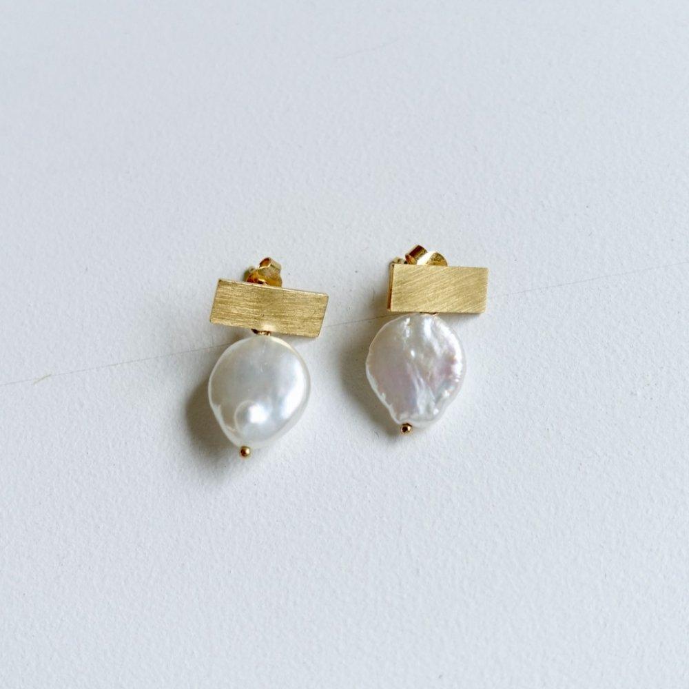 T pearl earrings_gold
