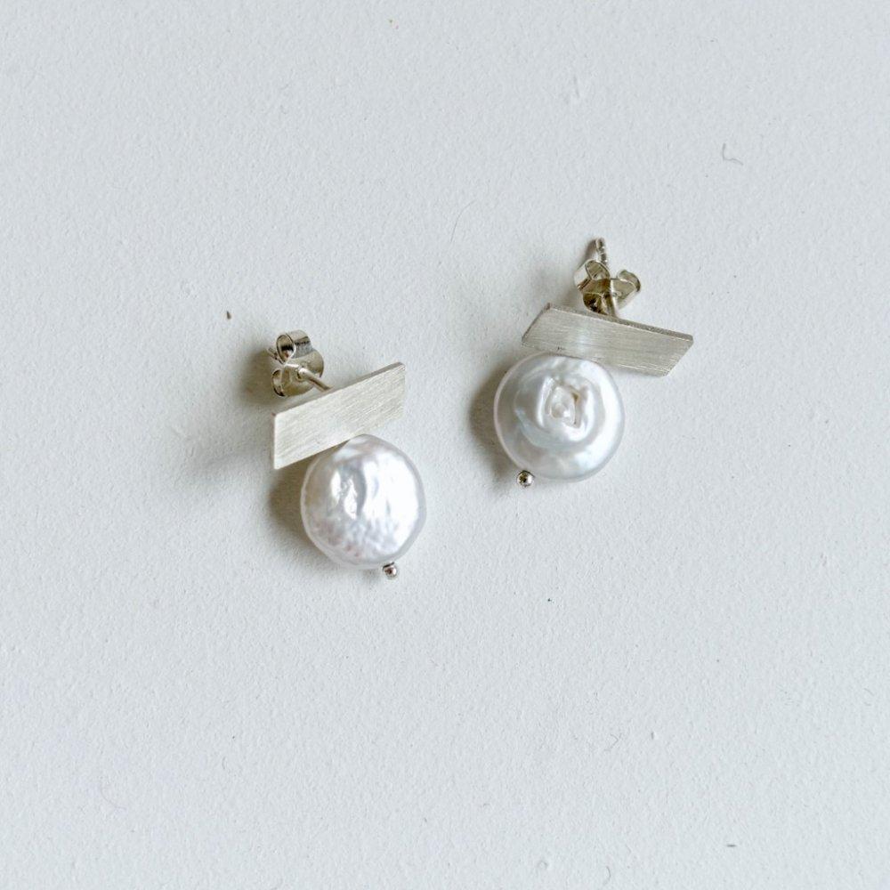 T pearl earrings_silver