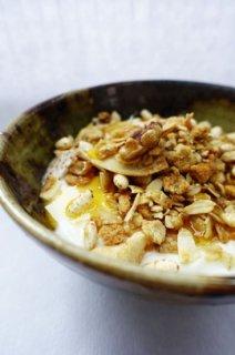 hibicafe「ハワイアンココナツと山形米粉のグラノーラ」シロップとベストマッチ!
