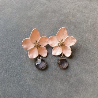 揺れるフラワーピアス 桜色