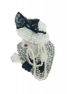 Chanel White Hat ブローチ
