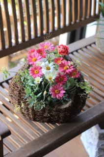 【オーダー】ゆりかごバスケットに季節のお花のブリコラージュフラワー