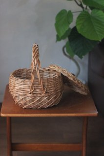 ウィッカ—バスケット - 蓋つき小判型