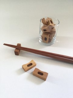 木の箸置き