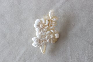 花香るブローチ