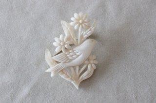 BISOU*  花に住むブローチ