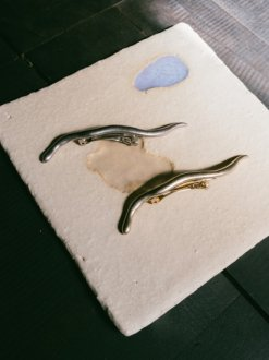 <img class='new_mark_img1' src='https://img.shop-pro.jp/img/new/icons20.gif' style='border:none;display:inline;margin:0px;padding:0px;width:auto;' />Wadjet Hair Barrette