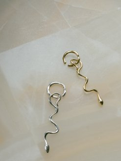 <img class='new_mark_img1' src='https://img.shop-pro.jp/img/new/icons20.gif' style='border:none;display:inline;margin:0px;padding:0px;width:auto;' />Ancient Snake Earcuff