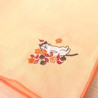 刺繍ハンカチ(ねこ落ち葉)