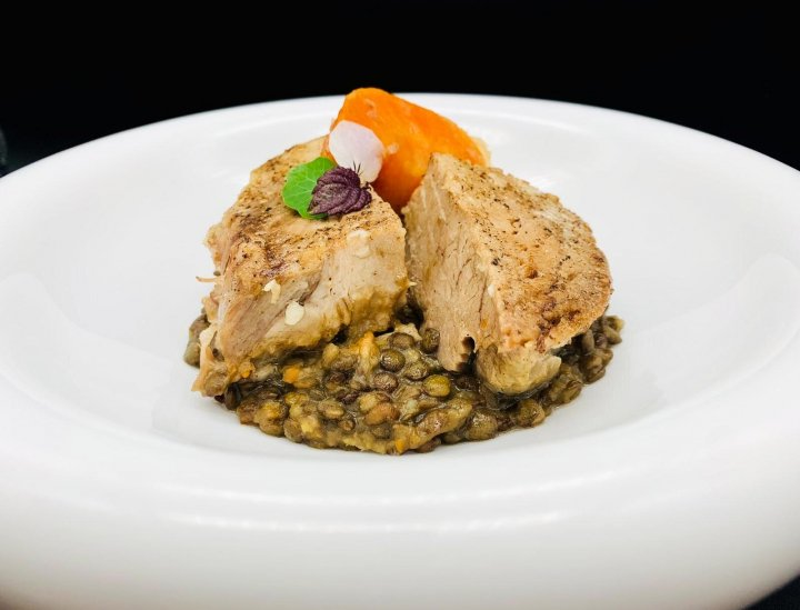 《NEW》豚肉の煮込みとレンズ豆、マスタードソース<br />Pork belly and shoulder, lentils