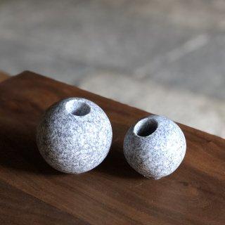 お花を活けられる庵治(あじ)石の石玉(M)/伏石 康宏(伏石石材)