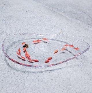 テーブルの上を漆塗りの金魚が泳ぐ しずく皿/江藤 雄造(江藤漆美術工芸)
