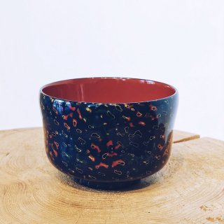両手で持った姿が美しく見える 津軽塗りのお椀 紺 /青森県漆器協同組合連合会