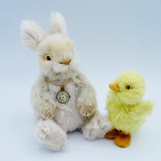 のんびりウサギとヒヨコさん