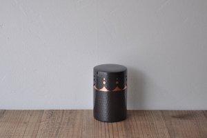 新光堂 黒銅仕上透かし彫り茶筒