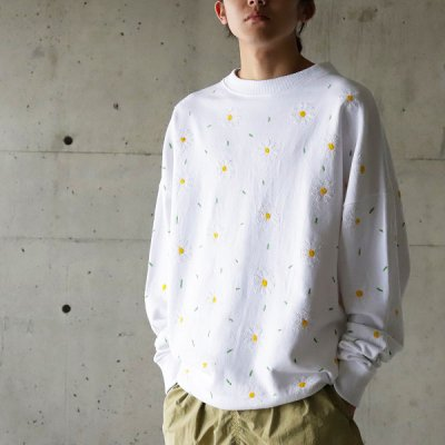 it's inconspicuous presence (Niche. ニッチ) / EMB Flower Sweat (Small Flower) - WHITE