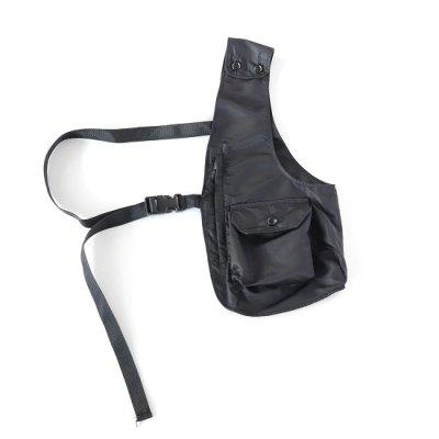 <img class='new_mark_img1' src='https://img.shop-pro.jp/img/new/icons13.gif' style='border:none;display:inline;margin:0px;padding:0px;width:auto;' />Engineered Garments(エンジニアードガーメンツ)/ Shoulder Vest (Flight Satin Nylon) - BLACK