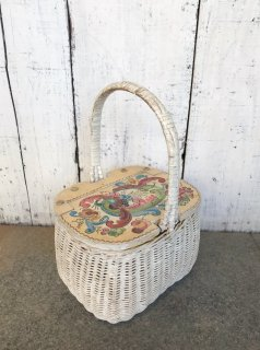 <img class='new_mark_img1' src='https://img.shop-pro.jp/img/new/icons50.gif' style='border:none;display:inline;margin:0px;padding:0px;width:auto;' />Vintage White Wicker Basket