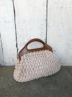 <img class='new_mark_img1' src='https://img.shop-pro.jp/img/new/icons50.gif' style='border:none;display:inline;margin:0px;padding:0px;width:auto;' />Vintage Wood Handle Straw Purse