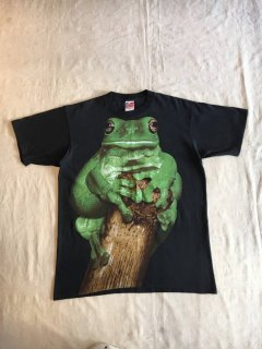 <img class='new_mark_img1' src='https://img.shop-pro.jp/img/new/icons50.gif' style='border:none;display:inline;margin:0px;padding:0px;width:auto;' />Frog Print T-Shirt