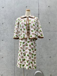 <img class='new_mark_img1' src='https://img.shop-pro.jp/img/new/icons50.gif' style='border:none;display:inline;margin:0px;padding:0px;width:auto;' />Vintage 2PCS Jacket / Dress