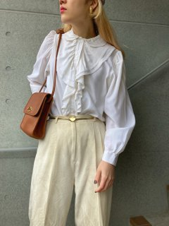 <img class='new_mark_img1' src='https://img.shop-pro.jp/img/new/icons14.gif' style='border:none;display:inline;margin:0px;padding:0px;width:auto;' />Lady's White Ruffle Blouse