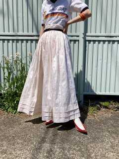 <img class='new_mark_img1' src='https://img.shop-pro.jp/img/new/icons14.gif' style='border:none;display:inline;margin:0px;padding:0px;width:auto;' />Lady's Ivory Long Skirt