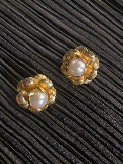 Lady's Flower Motif Pearl Earring