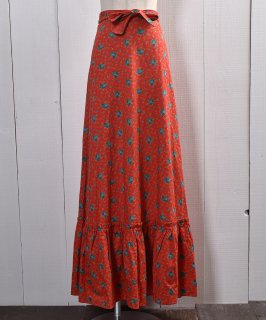古着MADE IN EUROPE  Flower Pattern Skirt |ヨーロッパ製|小花柄 スカート | レッド系 古着のネット通販 古着屋グレープフルーツムーン