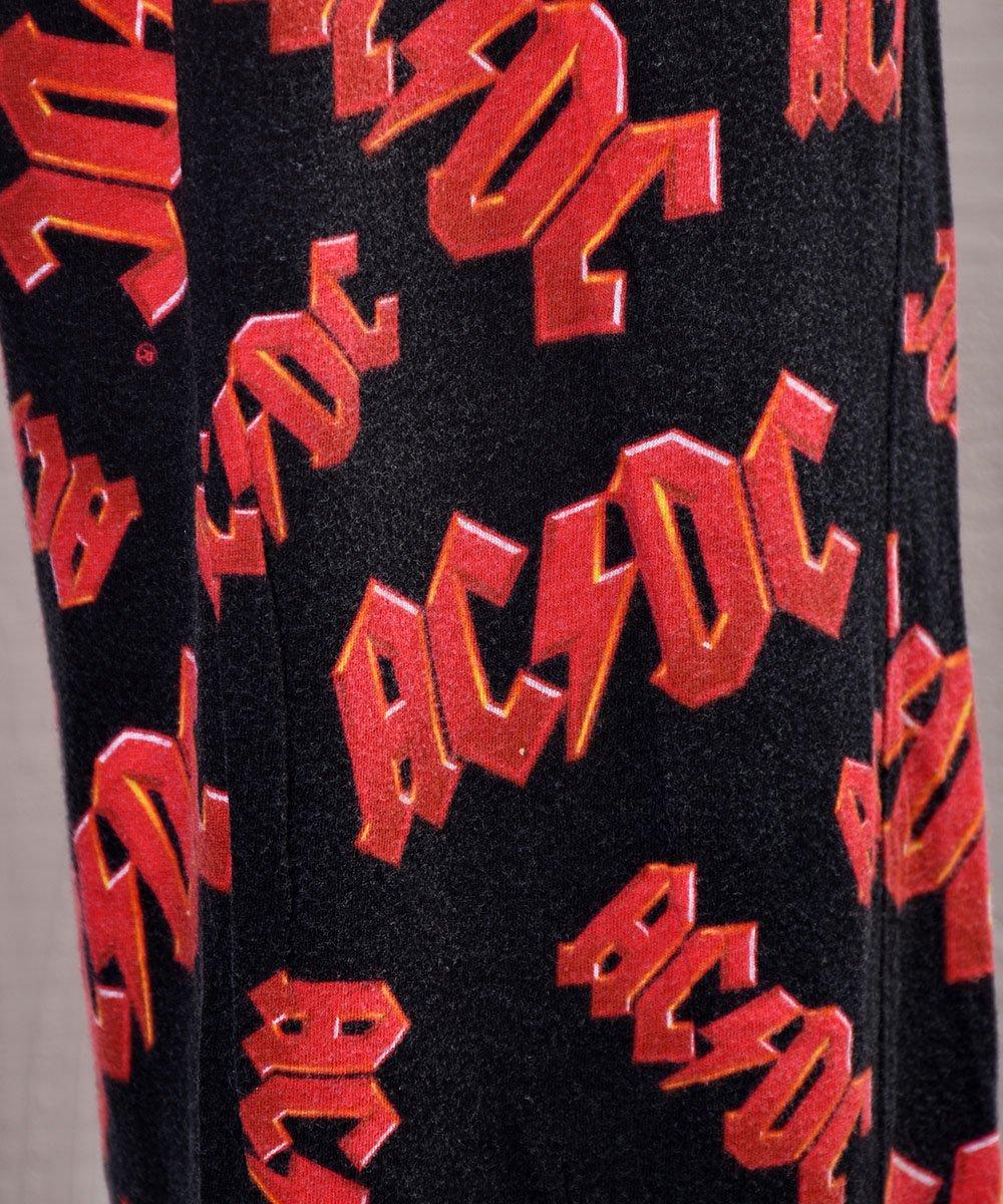 """""""AC/DC"""