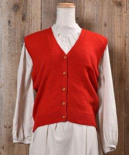 古着Gold Button Red V Neck Vest ゴールド飾りボタン付きVネックニットベスト レッド 無地 古着のネット通販 古着屋グレープフルーツムーン